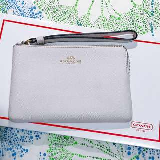 100% real 90% new Coach Wristlet (white color) 15.5cm x 10.5cm