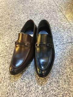 🚚 #最新男款真皮皮鞋 👉內底乳膠超軟 👉鞋墊防滑 👍👍👍限時特價$1290 2色2款39.40.41.42.43.44.45 ☝️☝️數量有限快下單