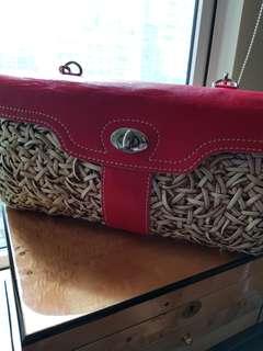 Red shoulder bag in rattan