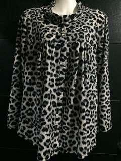 Plus size longsleeved blouse size 16-18