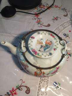 大清光绪年粉彩瓷器茶壶