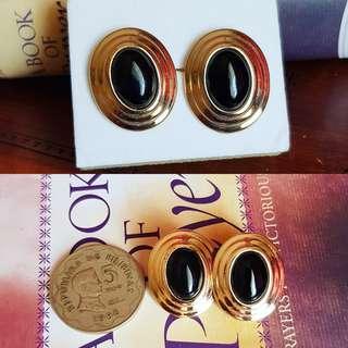 Elegant vintage pair of genuine onyx earrings
