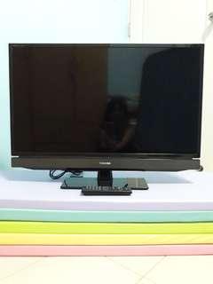 "Toshiba 32"" LED TV w remote control"