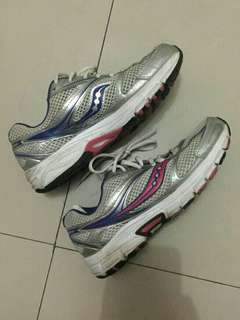 PRELOVED SAUCONY TRAINING SHOES repriced!!!