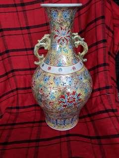 Qing dynasty famille rise vase 36cm hugh with flowers  大清乾隆年制粉彩花瓶。