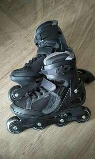 |FREE HELMET!! |Cool Black Rollerskates