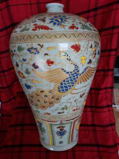 Ming dynasty 5 color gkaze plumb shape vase 42cm high with phienix deciration . 大明中期五彩梅瓶鳳凰彩。