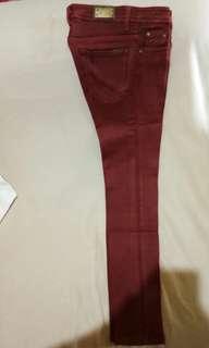 Celana Merah Fit