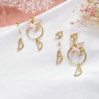 【現貨】粉色系少女白馬珍珠翅膀耳針耳環