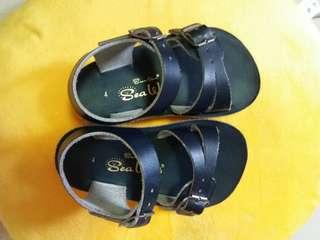 Salt water sandals navy size 4