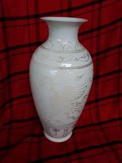 大明成化年制月光瓶。30公分高。