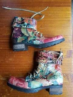 Womans urbanwear boots