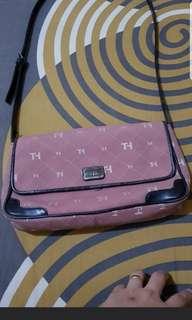 tommy sling bag