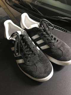 Adidas Gazelle Sneakers ALMOST BRAND NEW