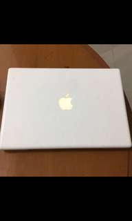 Macbook putih