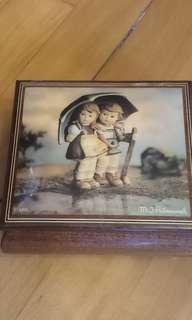 M I Hummel Music Box Handcrafted Ercolano Sorrento Italy 限量手造音樂木盒