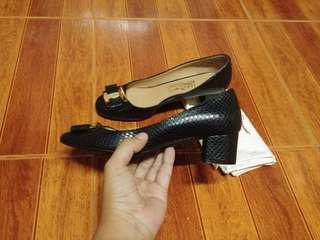 Salvatore ferragamo ninna embossed skin block heel pump