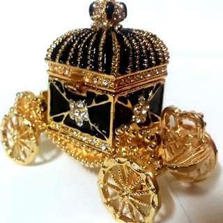 Gold plated Tranket jewellery box chariot shape