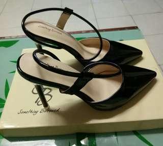 Metallic pointed heels