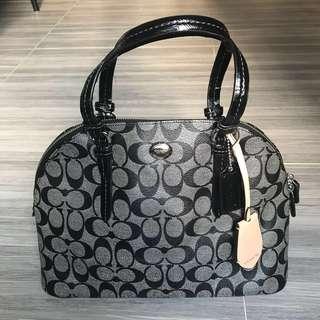 Coach classic handbag 100% Authentic