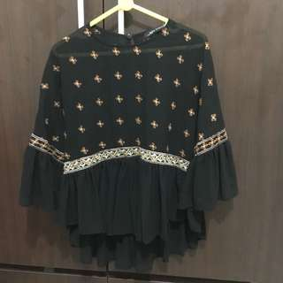Black embroideried blouse