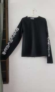 Black Pullover with loose sleeves and wordings