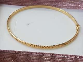 Gold bangle 18k