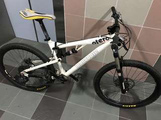 Urgent XT USA Mongoose full suspension bike