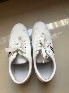 🚚 9成新男鞋-休閒帆布鞋42號(只穿過2次,人家送的,但沒有穿帆布鞋的習慣,故便宜賣)