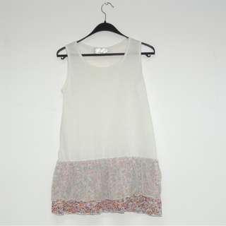 全新公司貨辦 夏季時尚無袖純棉白色背心網紗+碎花裙 易襯衫 Size: M碼