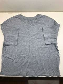 🚚 Uniqlo短版落肩T恤