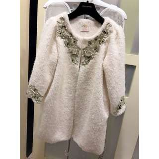 ❤️轉賣Oshare妍紓韓國連線白色毛絨絨拼接緹花珍珠水鑽釘大衣外套❤️