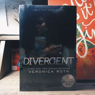 Divergent (Veronica Roth) [New]