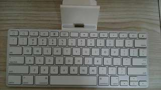 Original Apple iPad Keyboard with line out and charging dock(A1359)