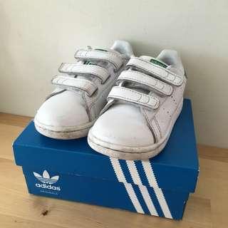 🚚 Adidas 兒童球鞋