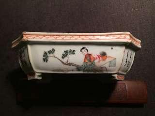 古董民國粉彩仕女图八角矾红邊框水仙盆