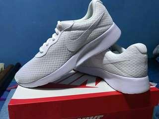 Nike Tanjun Men size 9