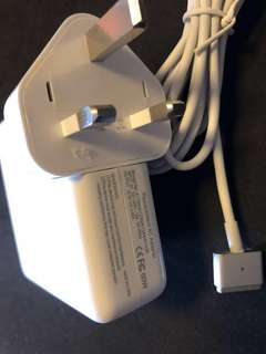 MacBook adapter全新