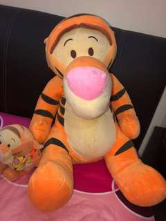 Large tigger soft toy