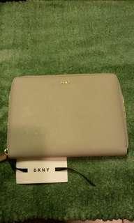 真皮 DKNY 包包