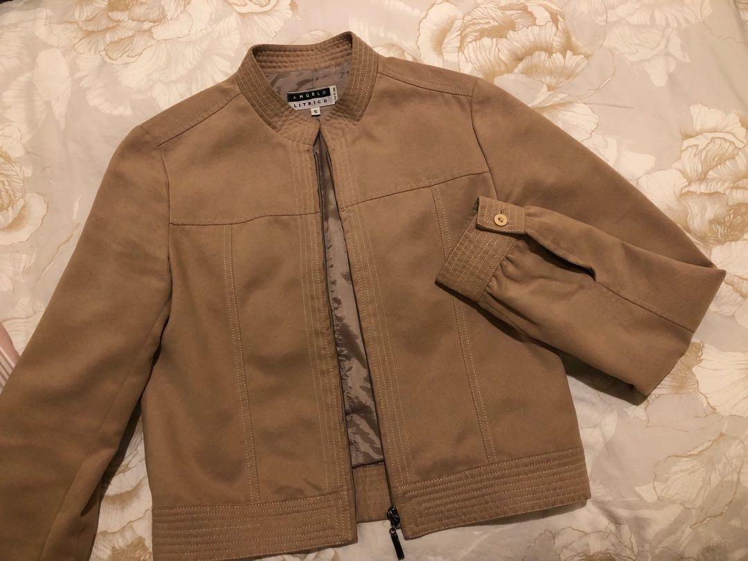 Camel jacket, szS (6au), fabric: cotton but looks like leather, goes well with jean or dress.