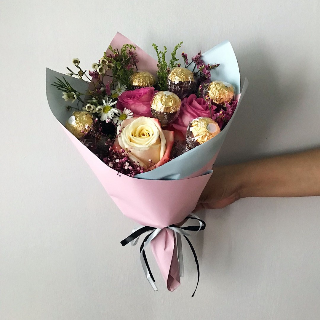 Sweet Pinkish Blue Rose Bouquet with Ferrero Rocher, Gardening ...