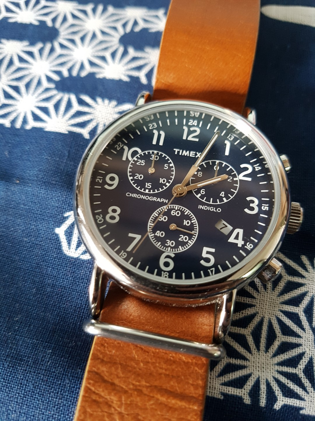 ba61aa3bb Timex Weekender Chronograph 40MM, Men's Fashion, Watches on Carousell