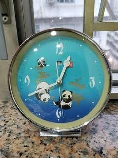 香港懷舊上鍊熊貓鐘