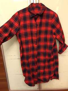 🚚 紅格紋長版襯衫