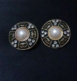 Vintage chanel clip earring with pearl and rhinestone