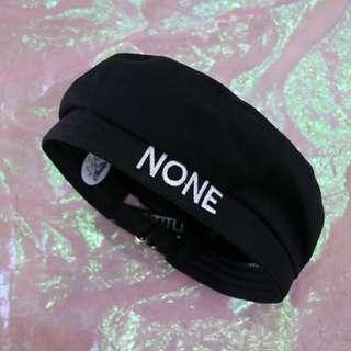 簡約英文後圓環長帶中性貝蕾帽