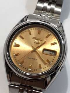 SEIKO 5 Automatic watch  Bezel 37mm  21 jewels Date & day display Working condition   9/10 new Sold as is  Sold as seen  Check before payment