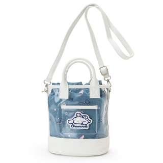 【預購】日本 | 大耳狗(225169):PVC+PU革*兩用~束口+手提肩背包(尺寸:約28×16×20cm)_免運。