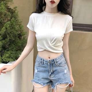 🚚 全新歐美時尚街頭潮流特殊扭結圓領露腰短版白t短t恤